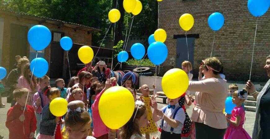 Украшение шарами на 1 сентября
